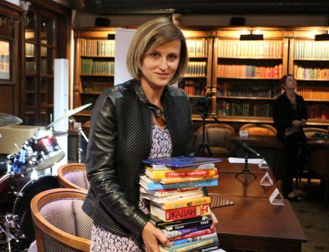 Марта Шокало із книжками