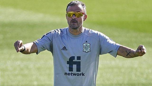 Luis Enrique in Spain training