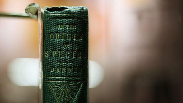 """Libro """"El origen de las especies"""", de Charles Darwin."""
