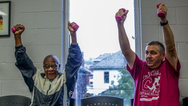 Pacientes haciendo ejercicio
