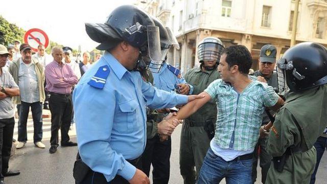 الشرطة المغرببية تواجه اتهامات باستغلال النفوذ من قبل المواطنين