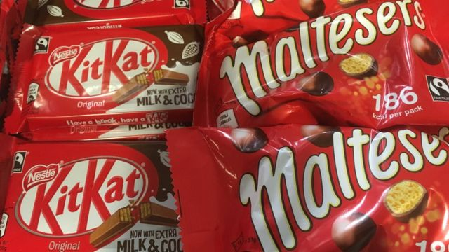 Батончики KitKat и шоколадные драже Maltesers