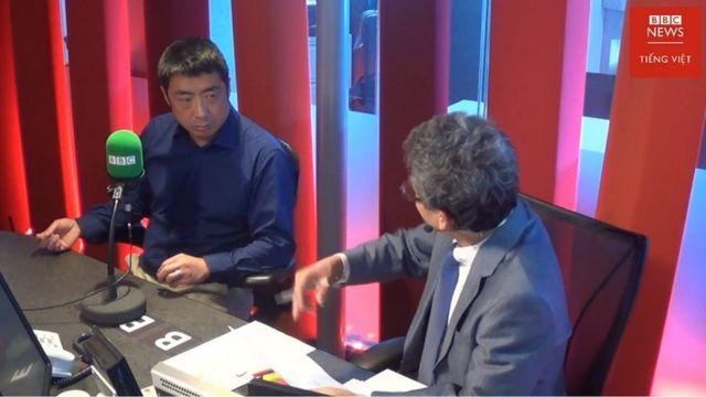 Nhà báo Howard Zhang