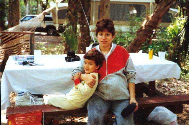Джоэл со своей матерью