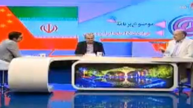 رییس اتاق بازرگانی ایران و چین (سمت راست) در تلویزیون گفت اینکه آقای لاریجانی به جای دولت با چین مذاکره کرده،