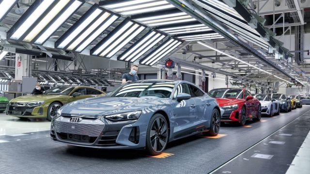مدل الکتریکی ئی-ترون در کنار قویترین مدل بنزینی آئودی ساخته میشود