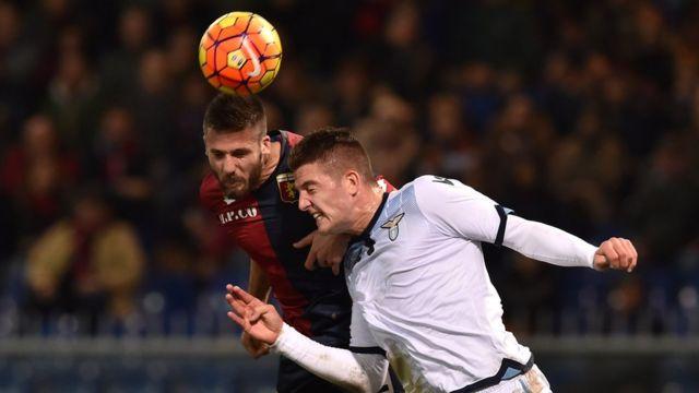 Una acción de un partido Genoa contra Lazio de la temporada pasada.