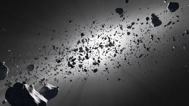 Cinturón de asteroides contra la estrella solar.