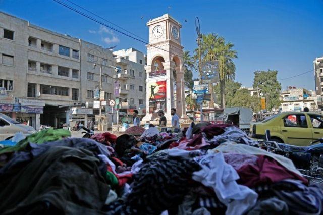 Muhaliflerin elindeki İdlib'in kentin merkezinde bulunan saat kulesi.