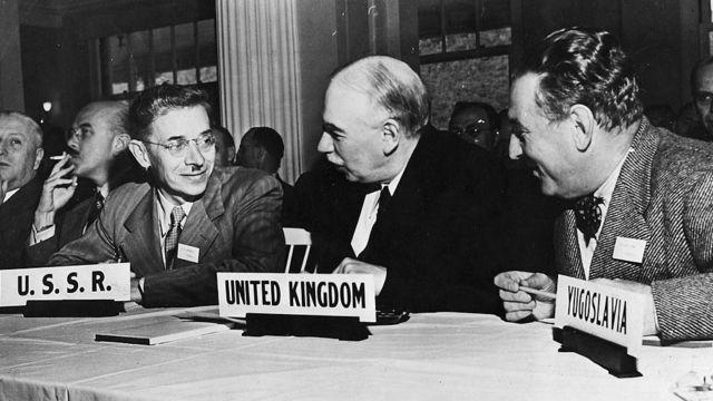 Economista britânico John Maynard Keynes durante a Conferência de Bretton Woods