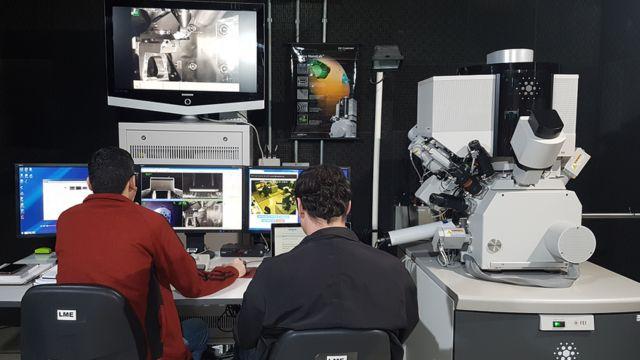 Cientistas em um dos laboratórios do CNPEM
