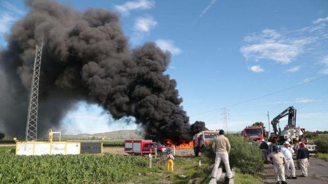 Incendio en un punto de extracción ilegal de combustible.