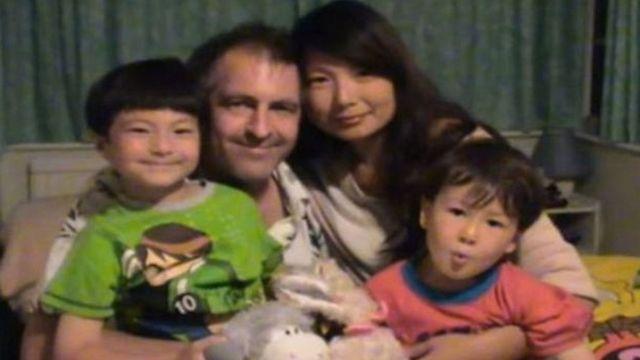 英國人安迪·羅素與中國籍太太和兩個孩子