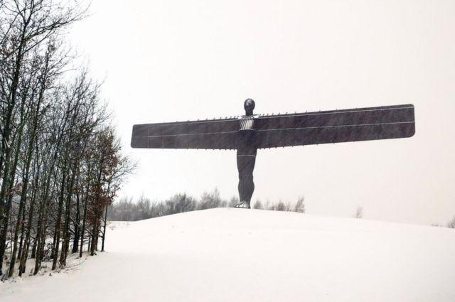 Ангел Севера под снегом