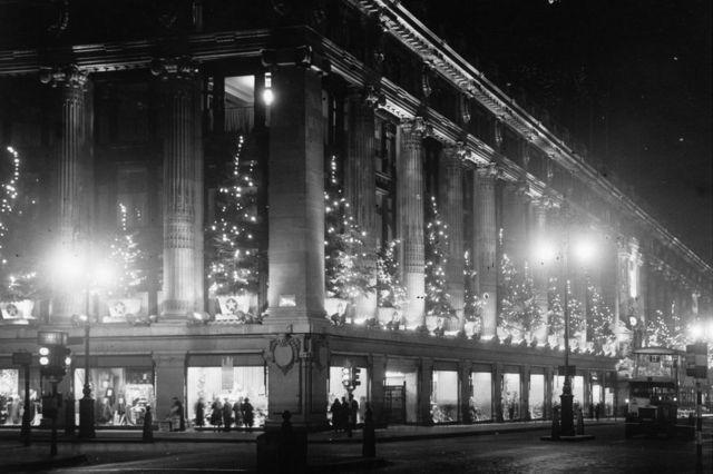 1935年圣诞彩灯——牛津街上的塞尔弗里奇百货公司
