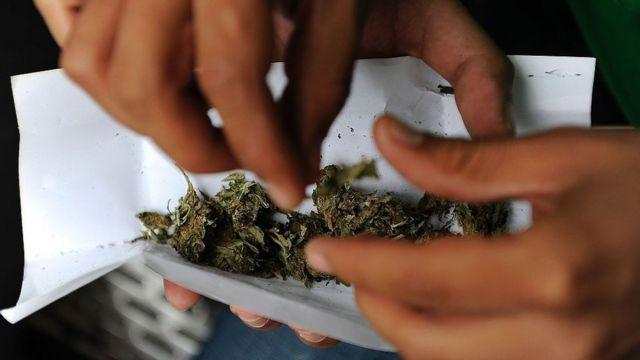 Cigarro de marihuana.