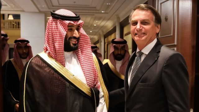 Jair Bolsonaro durante encontro com o príncipe Mohammed bin Salman, na Arábia Saudita