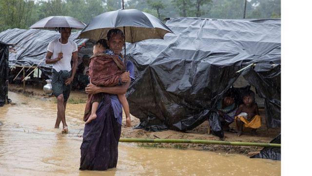 ผู้อพยพโรฮิงญาในค่ายที่คุทุปาลอง ชายแดนบังคลาเทศ