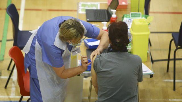İngiltere'de Covid aşı programı