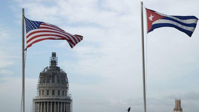 Banderas de Estados Unidos y Cuba