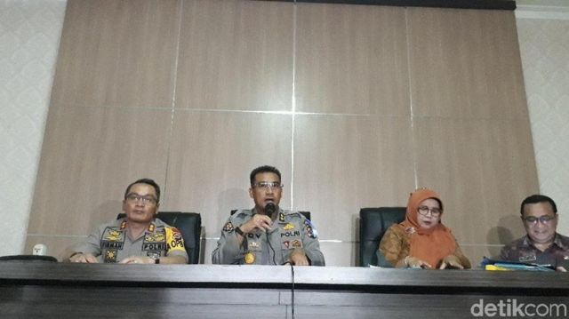 Kabag Wassidik Ditreskrimsus Polda Banten AKBP Dadang Herli memberikan keterangan pers soal pungli pengambilan jenazah korban tsunami.