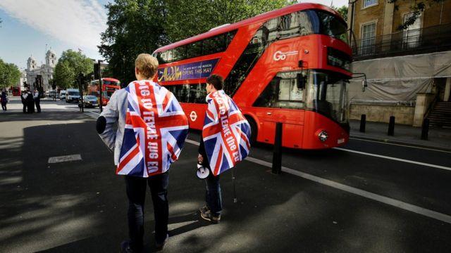 Partidários da saída da UE fazem campanha no centro de Londres