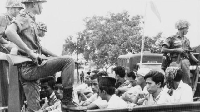 Membros da ala juvenil do PKI foram detidos após morte de seis generais