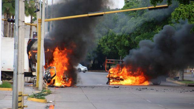 Vehículos en llamas en Culiacán