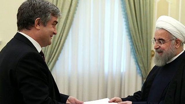 سفیر دانمارک در تهران در هنگام ارائه استوارنامه به حسن روحانی. او از ایران به کشورش فراخوانده شده است