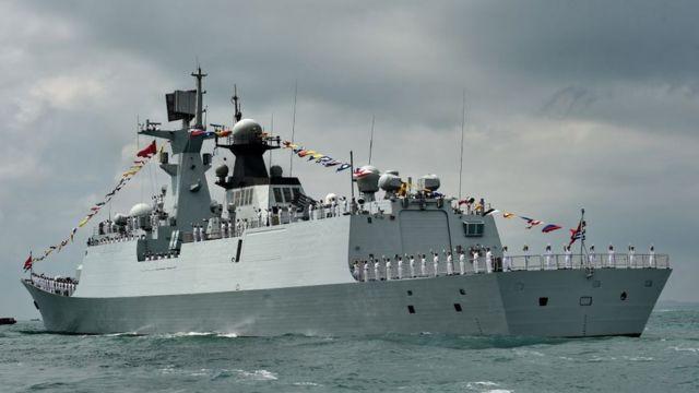 """Китайский фрегат """"Хуаньшан"""" на маневрах"""