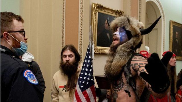 Jake Angeli en el Capitolio