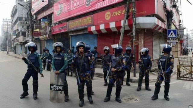 बांगलादेशात खालिदा झिया यांच्या अटकेनंतर सुरक्षा व्यवस्थेत वाढ करण्यात आली आहे.