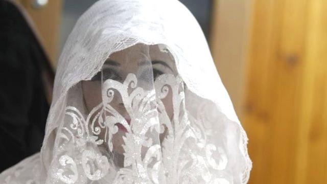 Le chef des tribunaux islamiques palestiniens a ordonné dimanche aux juges de ne pas prononcer de divorce durant le mois de jeûne du ramadan.
