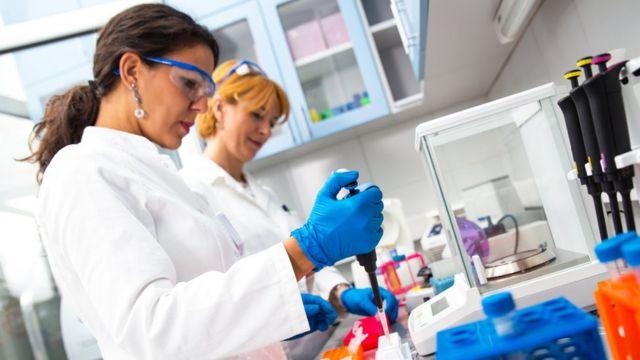 Científicas en un laboratorio