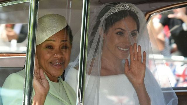Meghan annesi Doria Ragland ile evlilik töreninde