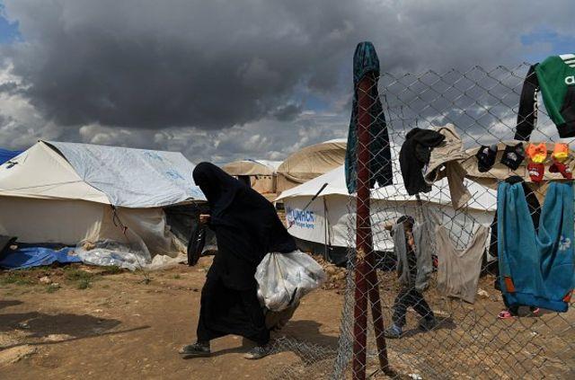 Seorang pengungsi eks-ISIS di wilayah kamp Al Hol, Suriah