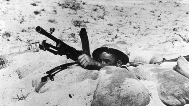 Un soldado con un arma pesada.