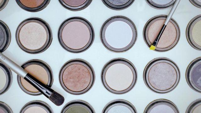 Перед похоронами покойным часто наносят макияж - не говоря уже о других, более жутких процедурах