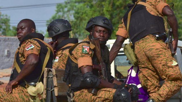 Des soldats burkinabè lors d'une opération contre de présumés djihadistes dans le Nord