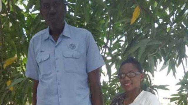 Baraka Elias et la correpondante du service swahili de la BBC, Lizzy Masinga.