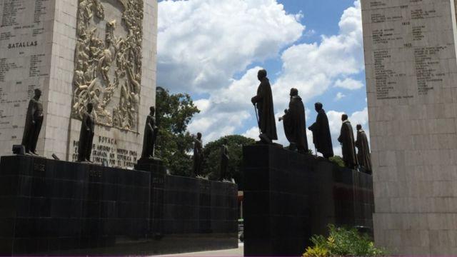 Estatuas del Paseo de los Próceres