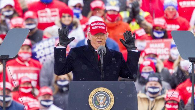Donald Trump em comício em Michigan