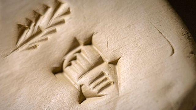 El pictograma de espiga de cebada junto al de una ubre