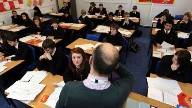 Teachers work 'longer classroom hours'