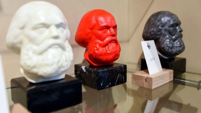 Головы Маркса - на разный вкус, на разный цвет…