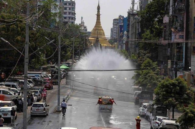ကိုဗစ်-၁၉ ကူးစက်မှုတွေကြောင့် ရန်ကုန်မြို့လယ်မှာ ပိုးသတ်ဆေးဖျန်း