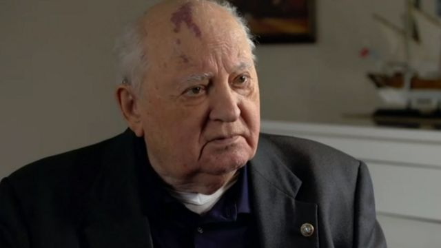 Gorbachov conversando con la BBC.