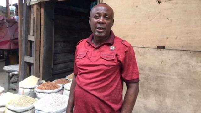 Anslem Nwachukwu, onyeisi ndị na-ere osikapa n'ahịa 'Mile 1' Pọtakọtụ.