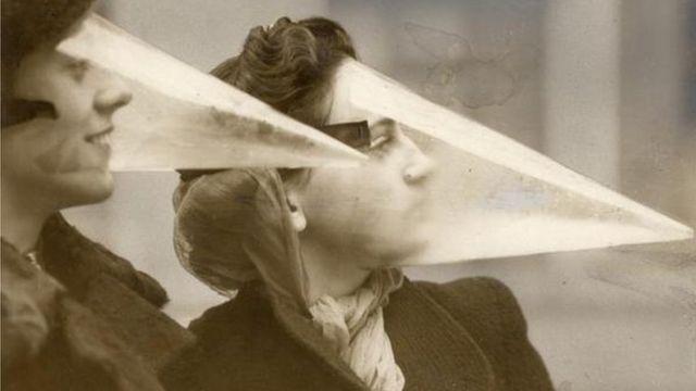 Protectores faciales para las bolas de nieve. Montreal, Canadá, 1939