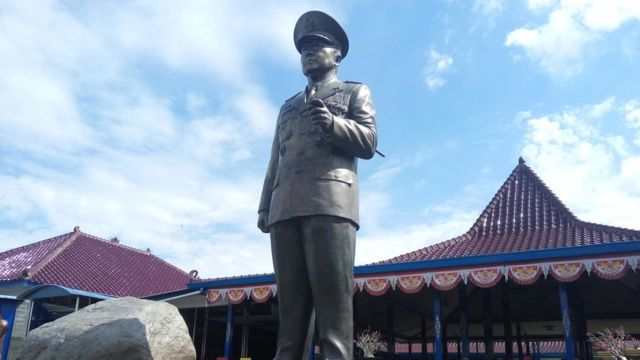 Masih banyak masyarakat Indonesia yang merindukan dan mengagumi Suharto